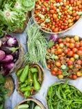 De groente bij de vlakte van de landbouwersmarkt lag Royalty-vrije Stock Foto's
