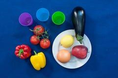 De groenten en de vruchten zijn een belangrijk stuk van een gezonde voeding, en de verscheidenheid is belangrijk royalty-vrije stock afbeeldingen