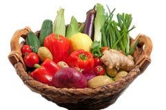De groenten van de zomer in mand Stock Afbeelding