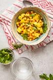 De groenten van de veganistkikkererwt met kokosmelk en koriander, bovenkant vi stock fotografie