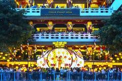 De groep Boeddhistisch verzamelde zich voor pagode Royalty-vrije Stock Afbeeldingen