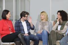 De groep of het team de bouwseminarie van de steun Stock Afbeeldingen