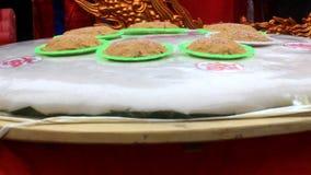 De groep mensen maakt om rijstcake stock footage