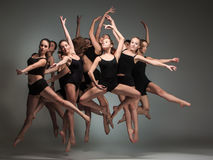 De groep moderne balletdansers Stock Afbeelding