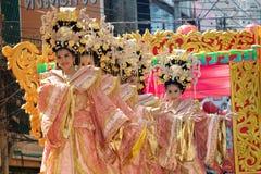 De groep Mooie vrouwenengel toont op parade in Chinees Nieuwjaar Stock Foto's