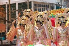 De groep Mooie vrouwenengel toont op parade in Chinees Nieuwjaar Stock Afbeeldingen
