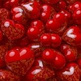 De groep, pool van rood die hart vormde pillen, capsules met kleine uiterst kleine harten als geneeskunde worden gevuld Stock Afbeelding