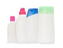 De groep schoot verpakkende geïsoleerde flessenshampoo en zeepvloeistof Stock Afbeeldingen