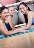 De groep sportvrouwen heeft een rust Royalty-vrije Stock Afbeeldingen