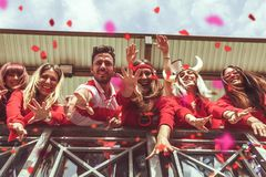 De groep ventilators kleedde zich in rode kleur Royalty-vrije Stock Fotografie