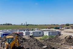 De groep wit containerbureau wordt geplaatst bij bouwwerf Royalty-vrije Stock Foto's