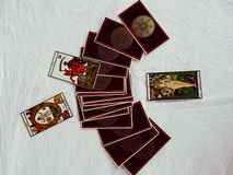 De Groepsmening van tarotkaarten en Witte achtergrond Stock Fotografie