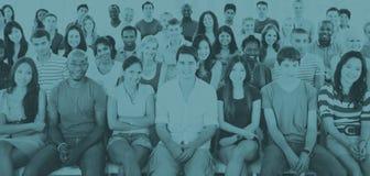 De groepsmensen overbevolken Concept van de Publieks het Toevallige Zitting royalty-vrije stock foto's