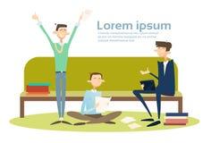 De Groepszitting van bedrijfsmensenstudenten op het Bureau van Using Tablet Computer van de Buszakenman royalty-vrije illustratie