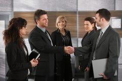 De groet van Businesspeople elkaar Stock Afbeeldingen