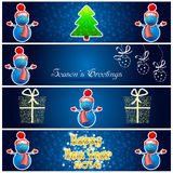 De groetenkaart met Nieuwjaarboom, sneeuwman, stelt en snowfla voor Stock Afbeelding