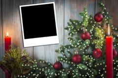 De groetkaart van Kerstmis met kaarsen Stock Fotografie