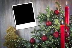De groetkaart van Kerstmis met kaarsen Stock Afbeeldingen