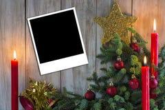 De groetkaart van Kerstmis met kaarsen Stock Foto