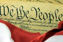 De Grondwet van de V.S. - wij de Mensen met Amerikaanse Vlag Royalty-vrije Stock Fotografie