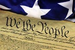 De Grondwet van de V.S. - wij de Mensen met Amerikaanse Vlag Royalty-vrije Stock Foto