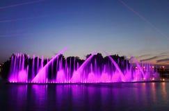 De grootste fontein op de rivier werd geopend in Vinnitsa, de Oekraïne Royalty-vrije Stock Afbeeldingen
