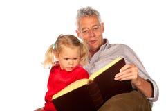 De grootvader vertelt een verhaal stock fotografie
