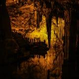 De Grot van Neptunus (het Italiaans: Grotta Di Nettuno) stock foto's
