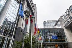 De grote administratieve bouw in Brussel/België/06 27 2018 Het Europees Parlement stock afbeelding