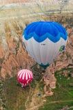 De grote ballonvlucht Cappadocia is de beste plaatsen om met hete luchtballons te vliegen Stock Foto
