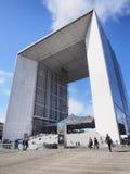 De grote Boog van de Defensie van La in Parijs stock foto