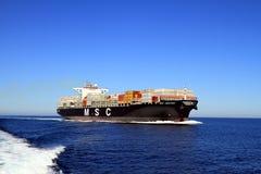 De grote doctorandus in de exacte wetenschappen ABIDJAN die van het containerschip in open wateren varen Royalty-vrije Stock Foto's