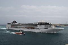 De grote de doctorandus in de exacte wetenschappenopera van het cruiseschip komt aan haven Stock Afbeelding