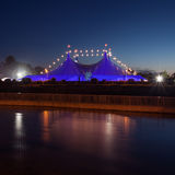 De grote Hoogste blauwe tent van de circusstijl Royalty-vrije Stock Foto's