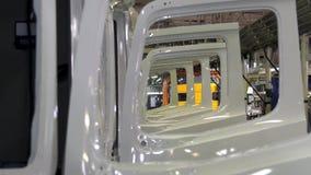 De grote industriële installatie van de winkelvrachtwagen scène De machinefabriek van het perceellassen Industriële Achtergrond I stock video