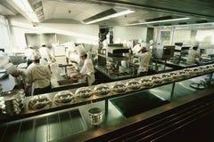 De grote keuken van het luxerestaurant Stock Afbeeldingen