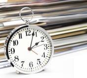 De grote klok verzekert omhoog kielzog Royalty-vrije Stock Fotografie