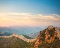 De grote muur in zonsondergang Royalty-vrije Stock Foto's