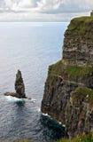 De grote Overzeese Stapel bij de Klippen van Moher royalty-vrije stock afbeeldingen