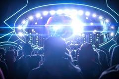 De grote partij van het muziekfestival, mening van het stadium royalty-vrije stock afbeelding