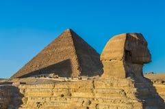 De grote piramide en de Sfinx Stock Fotografie