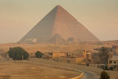 De Grote piramide op zonsondergang stock fotografie