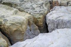 De grote rotsen leidden tot de holte royalty-vrije stock foto