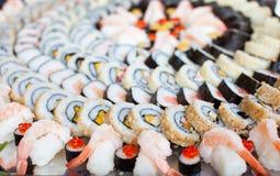 De grote Schotel van Sushi Stock Afbeeldingen