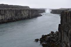 De grote Selfoss-Waterval dichtbij Dettifoss-Waterval in het noordoosten van IJsland royalty-vrije stock afbeeldingen