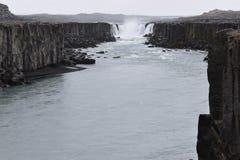 De grote Selfoss-Waterval dichtbij Dettifoss-Waterval in het noordoosten van IJsland royalty-vrije stock foto
