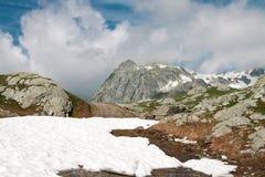 De Grote Sint-bernard van de pas. Italië. Zwitserland Stock Afbeelding