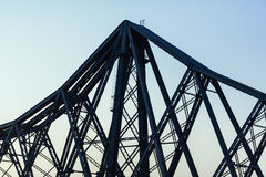De grote structuur van de metaalbrug Stock Foto's