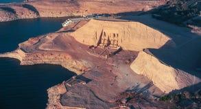 De Grote Tempel van Rameses II in ABU SIMBEL van hierboven, EGYPTE stock fotografie