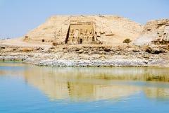 De Grote Tempel van Ramesses II mening van Meer Nasser, Abu Simbel Royalty-vrije Stock Afbeeldingen